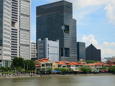 Looking across the Singapore River from Cavenagh Bridge.