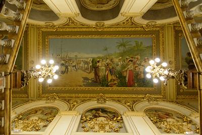 Teatro Nacional de Costa Rica, En el cuadro famosa pintura que ilustra el Costa Rica cafetalero y exportador de Banano de antaño, por muchos años fue la imagen del billete de 5 colones.