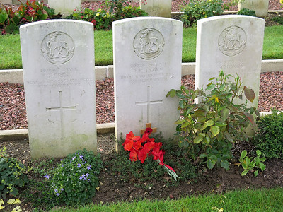 The headstone of Richard Lowe buried in a common grave with two of his comrades who all died on the same day. They had been wounded in a battle at Biaches on the opposite bank of the River Somme from Perone and brought back to a dressing station at Eclusier-Vaux where they succomed to their injuries.