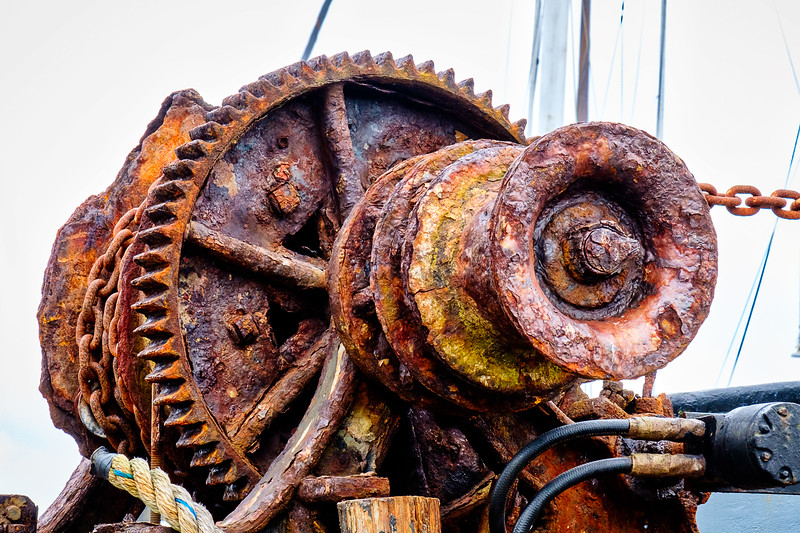 OLD RUSTY WINCH ON BOAT AT CHARLESTON HARBOR