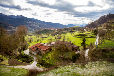 On the road between Ripol and Olot