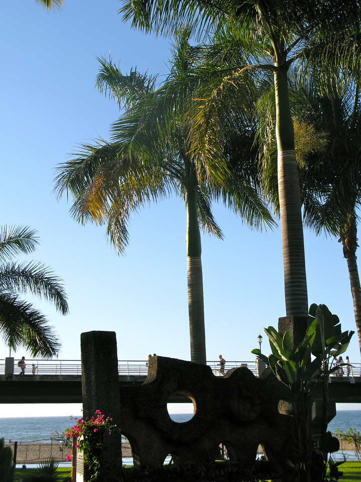 Also from the Isla Cuale looking up toward the Malecon.