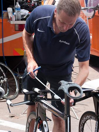 Robobank mechanic checking every measurement on every bike