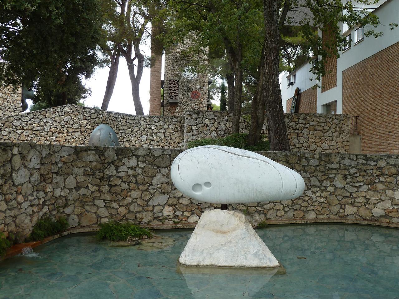 Another Miro sculpture....
