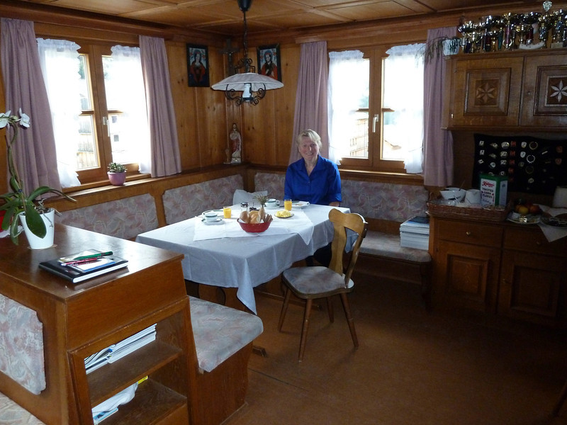 The cozy breakfast room at the Berghof.
