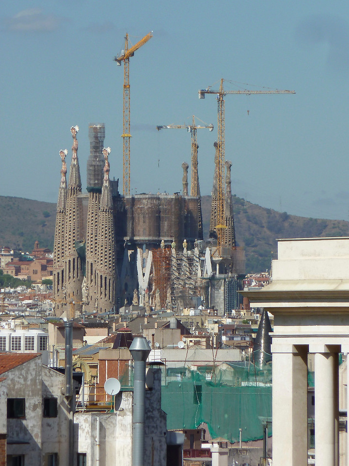 Sagrada Familia - Gaudi's most famous opus which is yet to be completed after about 100 yrs of building!!