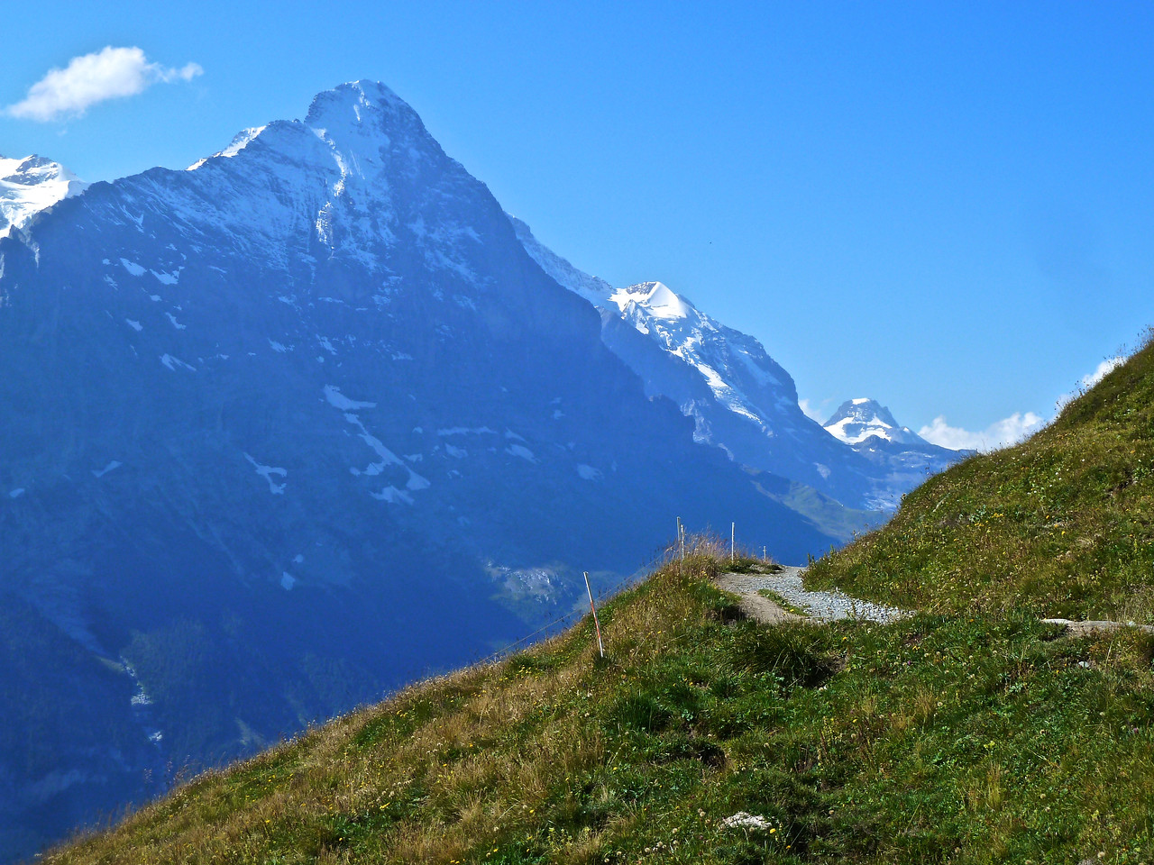 The Eiger with its notorious North Face to the right of the upper snowy area! The Jungfrau just to the right of the Eiger! The Mönch is hidden between Eiger and Jungfrau!