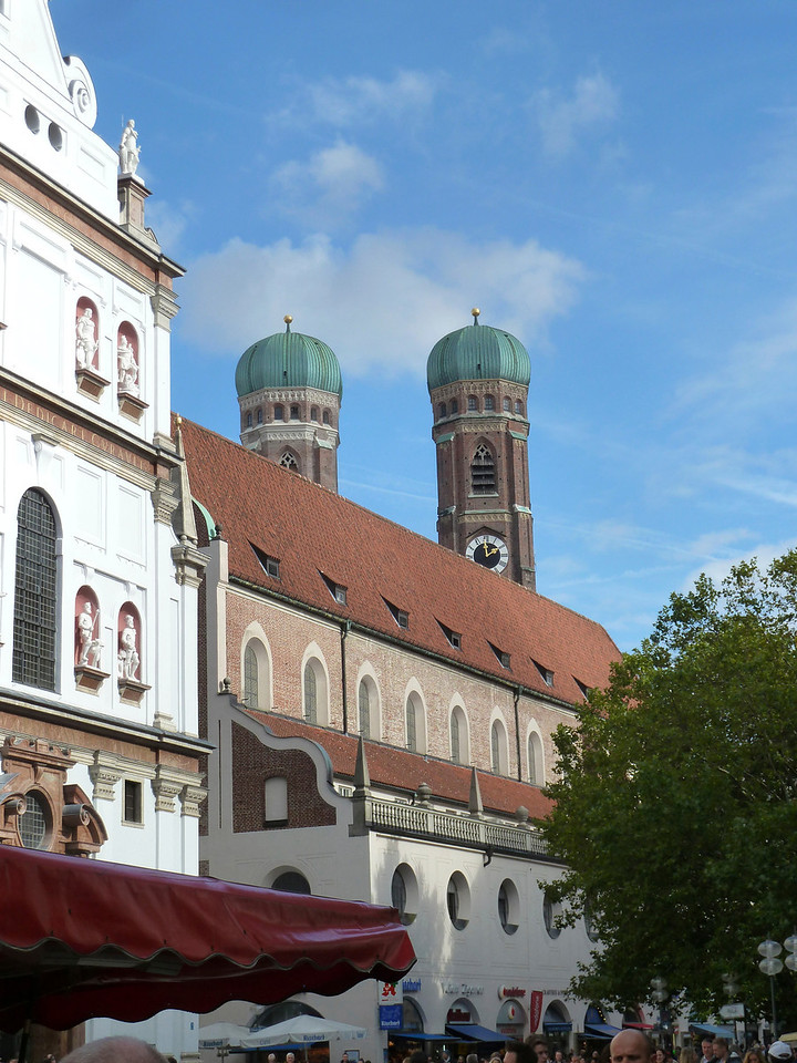 "The Munich cathedral ""Frauenkirche""."