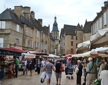 Saturday market in Sarlat!