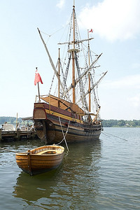 The Maryland Dove, built to resemble a trade ship in the 1600s.