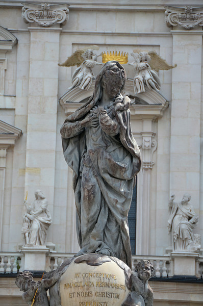 If you stand just so where the cathedral entrance is, you can line up the statue of Mary with the crown on the building being held by the angels...pretty neat trick!