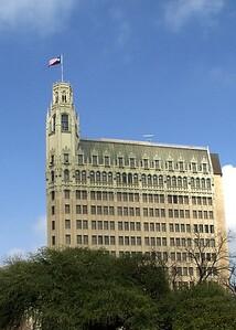 Building next to Alamo