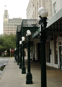 Sidewalk to Alamo in front of Menger Hotel