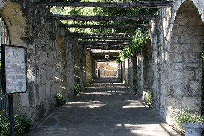 Side entry into the Alamo grounds