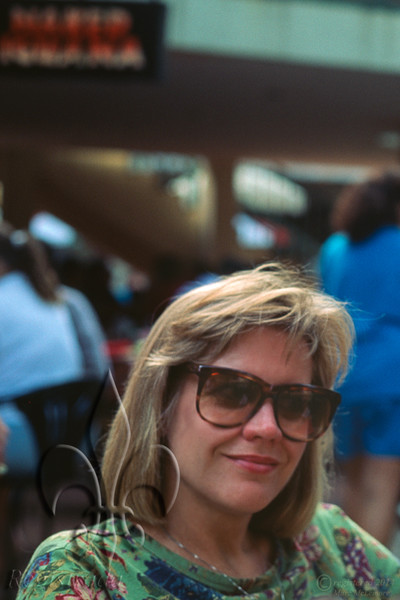 La blonde dangereuse on the River Walk, 1992