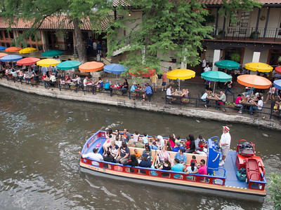 Sightseeing boat and Casa Rio restaurant on riverwalk