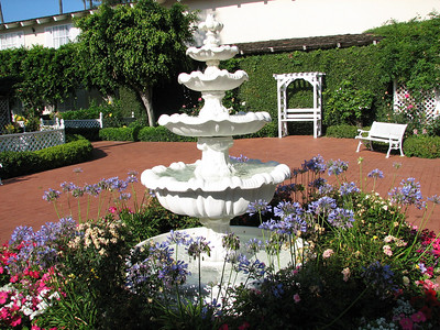 Town and Country Resort Hotel - water fountain