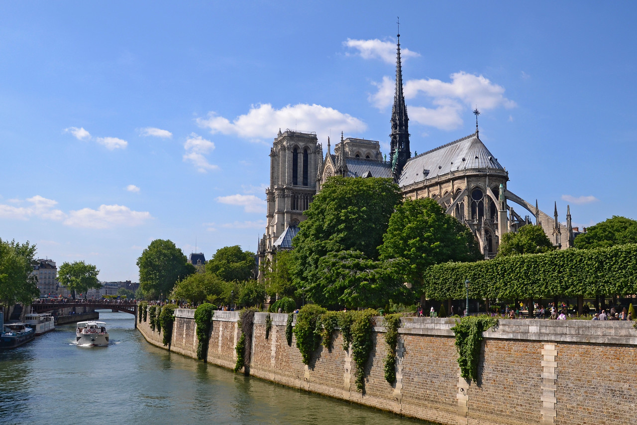Notre Dame and the Seine on a warm afternoon