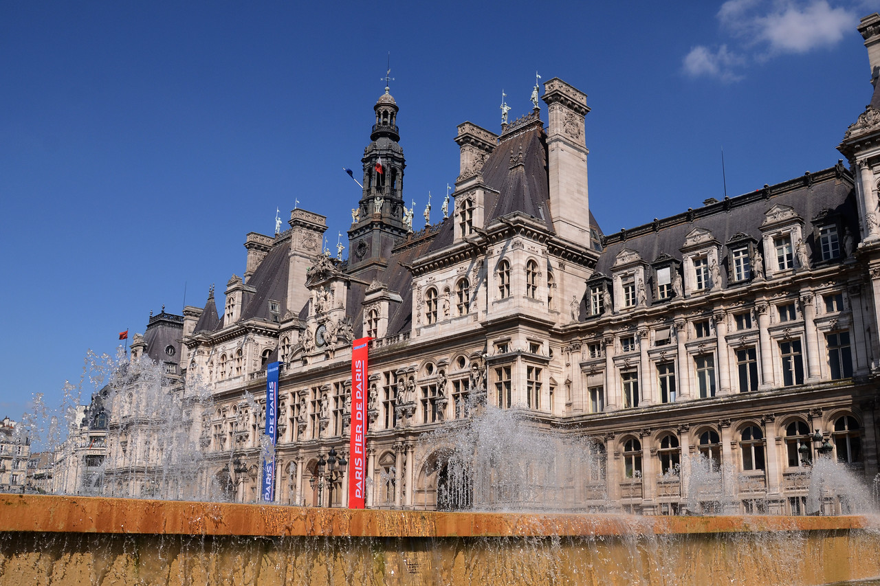 Looking over the fountain at the Hotel De Ville in Paris