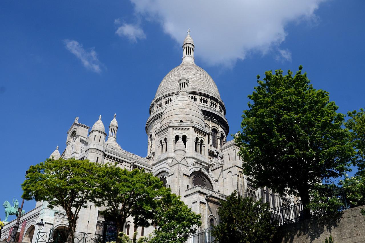 Looking  up at the Basilica Sacre Coeur in Paris