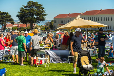 "San Francisco, CA, USA, Crowds of People Sharing Meals, Food Trucks, ""Off the Grid"", Presidio Park, Picnic"