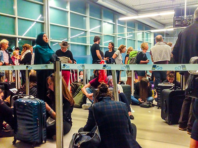 San Francisco, CA, USA, Inside, Airline Passengers Queuing up in Terminal, Late Plane