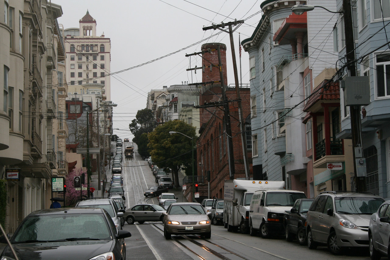 Feb. 19/08 - On Washington St.  near Mason (Cable Car Museum in red brick building on right), San Francisco