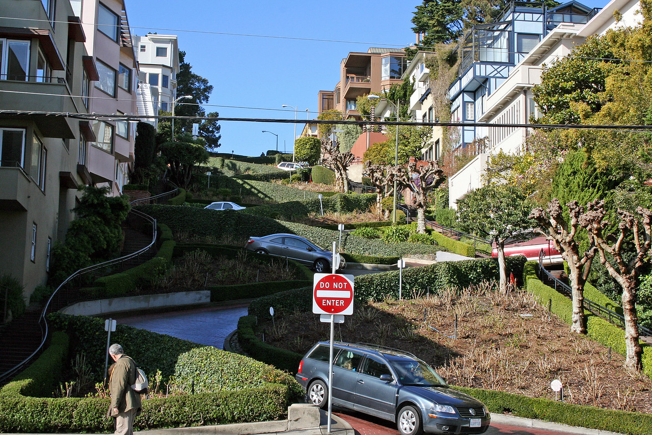 Feb. 20/08 - At bottom of Lombard St. on Leavenworth, San Francisco