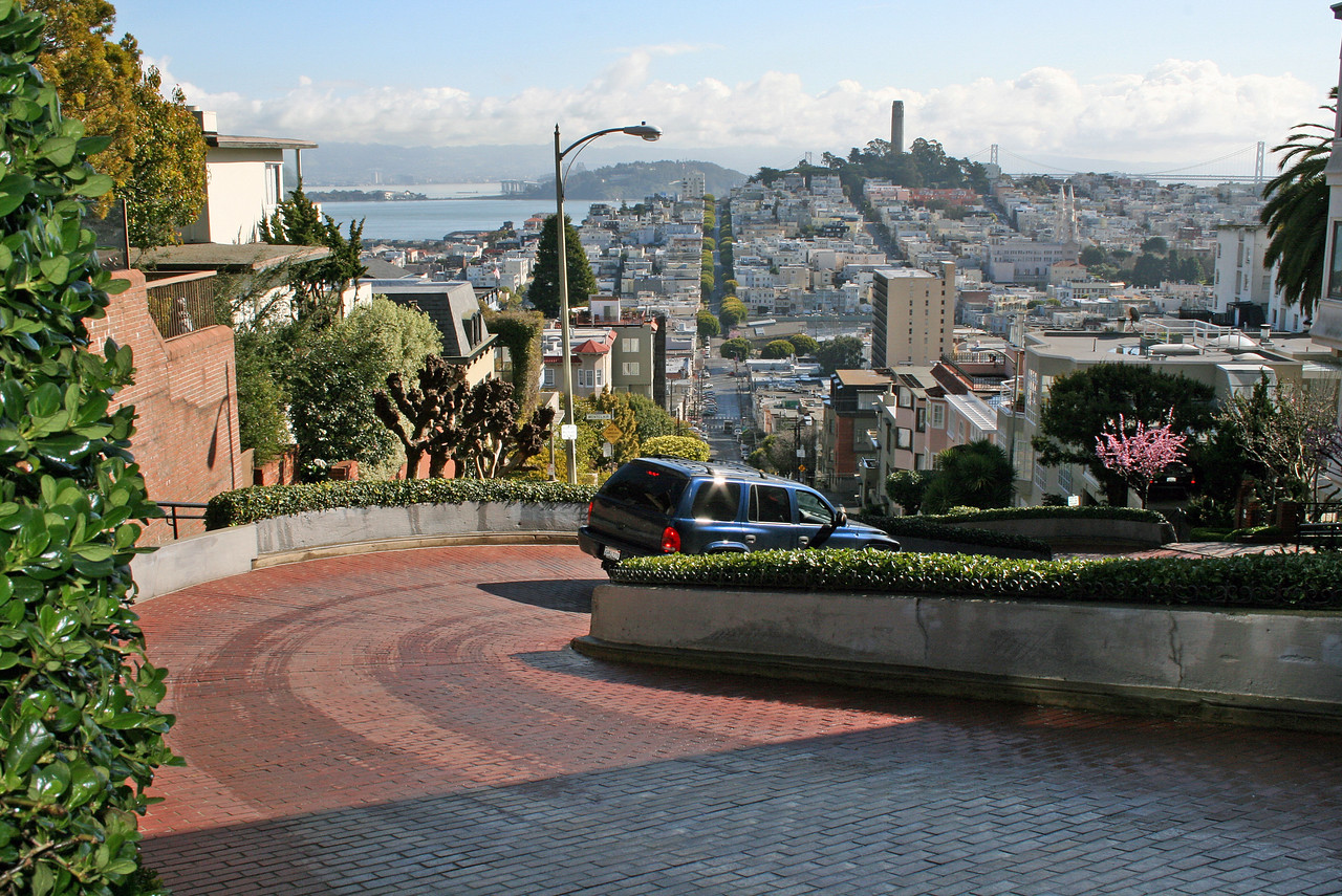 Feb. 20/08 - At top of Lombard St. (on Hyde), San Francisco