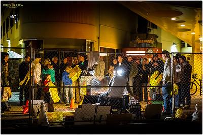 Street entertainers take advantage of the tourist flow.