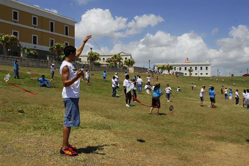School children flying kites on the lawn in front of El Morro castle