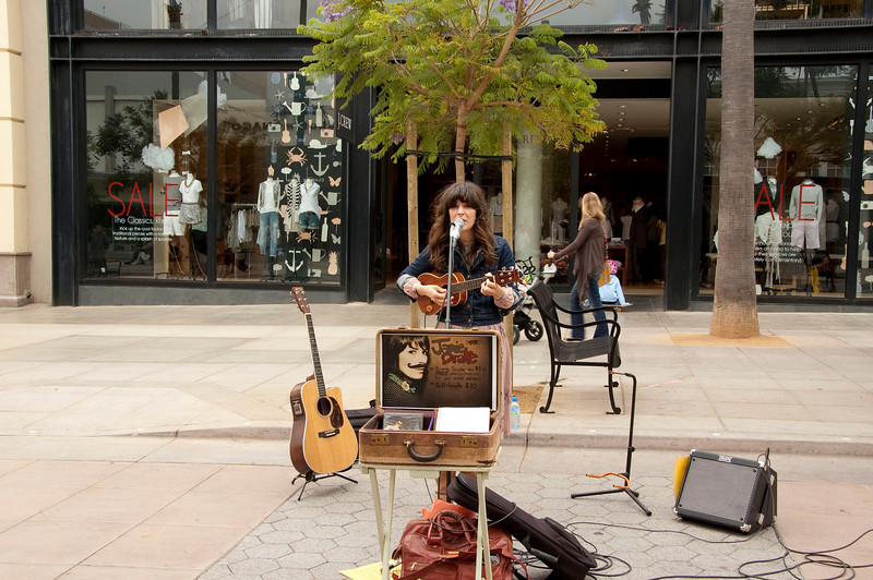 A friendly street singer I hung out with while the girls shopped.