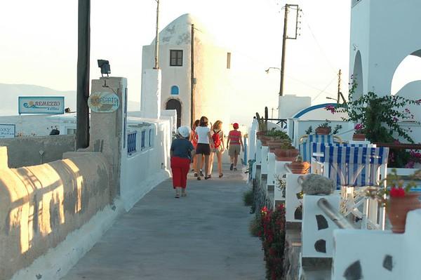 A walk to Oia