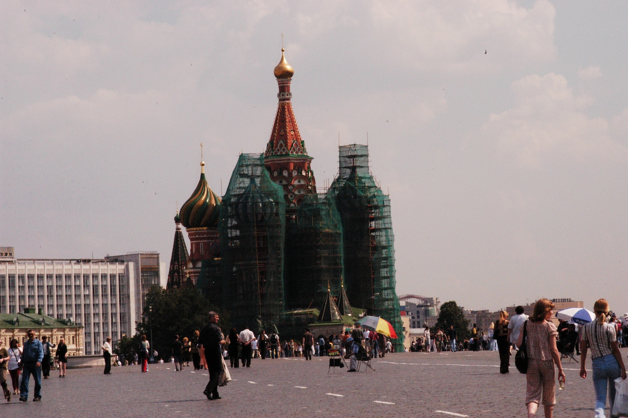 My second trip to Moscow and I finally get to see Red Square!  My luck?  It's being renonvated!