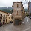 Eine Straße in Urzulei; erinnert an Verfolgungsjagden in alten Filmen
