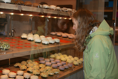 Kjirsten admires the cupcakes in Copenhagen