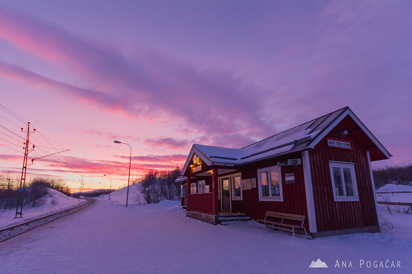 Waiting for the train at sunrise at -22C!