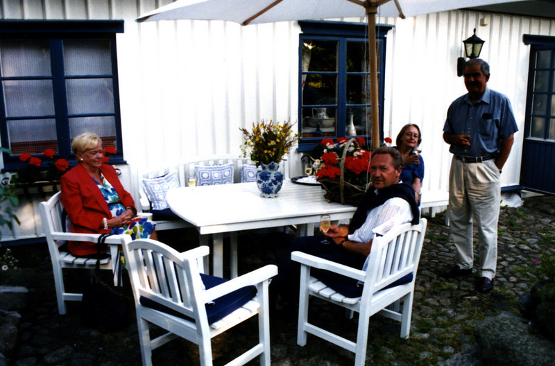 Gun and Lennart Gustafsson, Lily and Johan Scheel at Jutagarden, June 2001