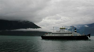 De ferry van Utne naar Kvanndal, Noorwegen.