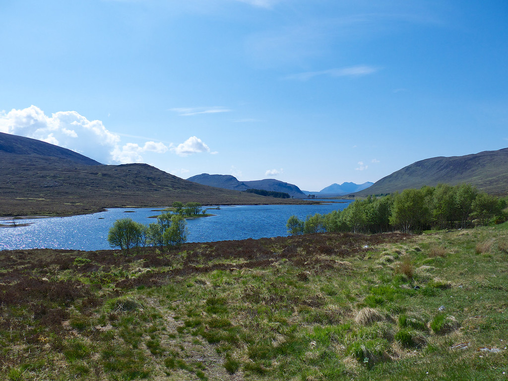 We continued our run of sunny days driving through long valleys with startlingly blue water in the lochs