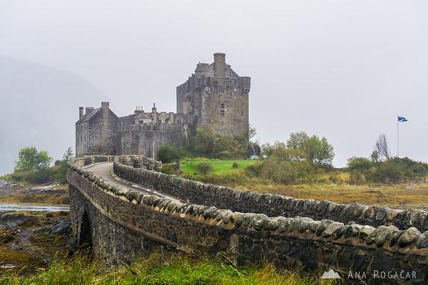 Eilann Donan castle in the rain
