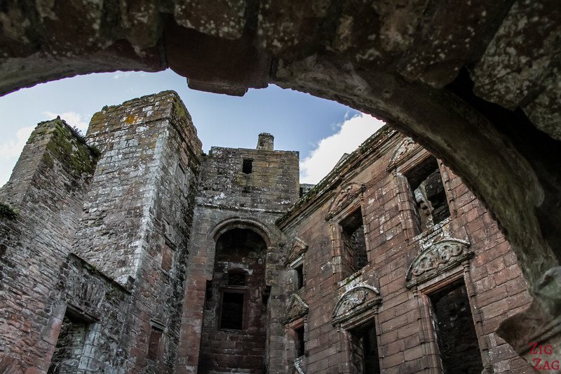 Caerlaverock Castle Scotland - Mansion facade 2