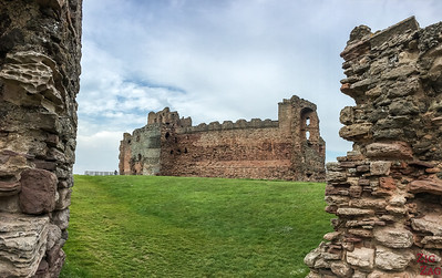 Places to visit near Edinburgh - Dirleton and Tantallon 2