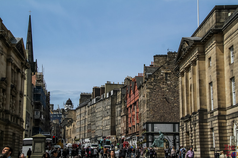 The Royal Mile Edinburgh Scotland - Walking 2