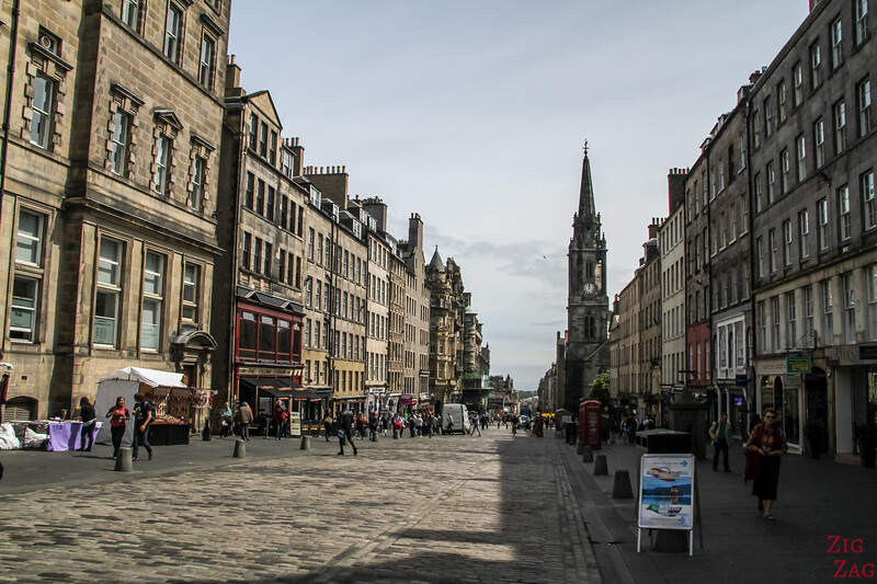 The Royal Mile Edinburgh Scotland - Walking 4