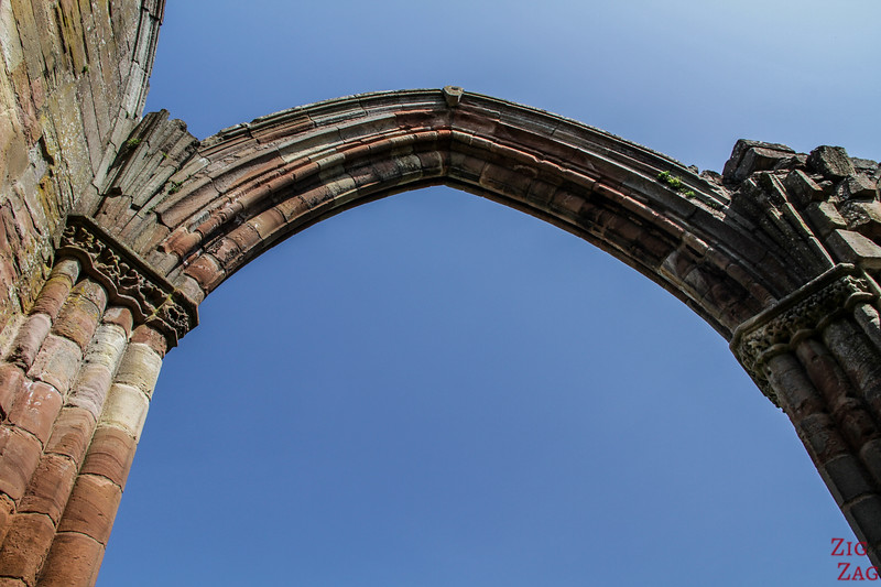 Merlose Abbey arches 1