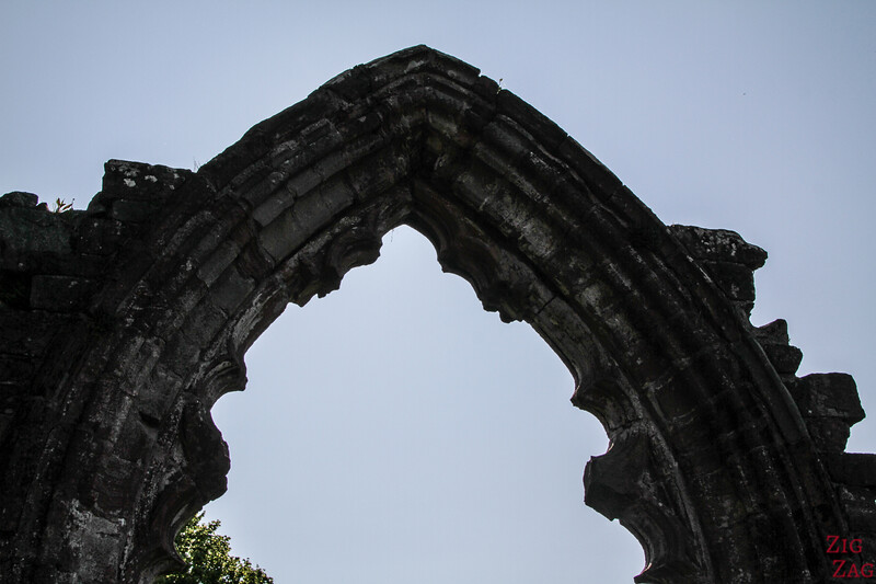 Sweetheart Abbey Scotland - exploring the ruins 1