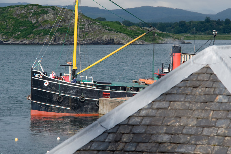 Clyde Puffer VIC32 tied up at Crinan