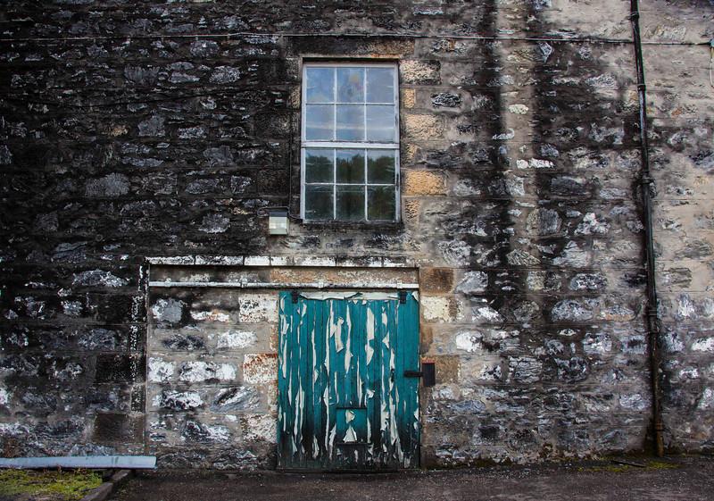 Glendullan Distillery has seen MUCH better days!