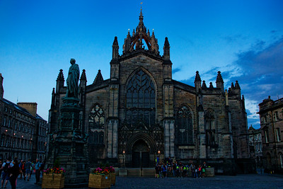 St.Giles Cathedral, thronged by the tourists